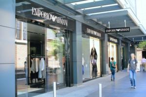 Armani riapre negozi: ma non ristorazione e museo