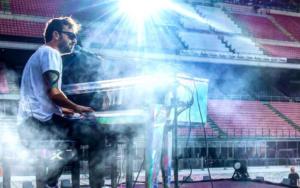 Cesare Cremonini: il tour negli stadi riparte a giugno 2021