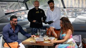 """Arriva a Napoli la """"Box in barca"""" ideata da Crudodimare: ostriche e bollicine direttamente sullo yacht"""