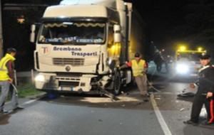 Tragedia: in scooter contro un camion, morti padre e figlia