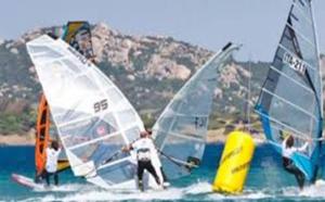 Il windsurf nel Golfo: sport impegnativo che fa bene a cuore