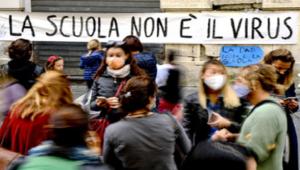 """Campania: mamme in rivolta, aprite le """"scuole"""""""