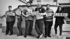 """Piazza di Spaccio di Libri a Scampia: """"La Scugnizzeria"""""""