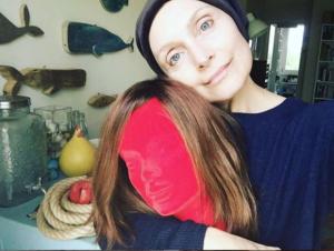 Sabrina Paravicini: dice addio alla parrucca usata per molti mesi quando aveva il tumore