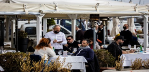 """La Campania in zona arancione: Bar e ristoranti mazzata terribile """"Per noi è la fine"""""""