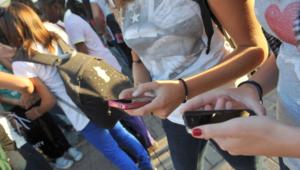 Cyberbullismo: Moige, giovani iperconnessi con smartphone