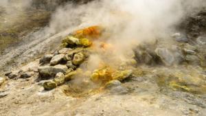 Bradisismo: area flegrea e' sopra un vulcano, la terra sale 12 mm al mese