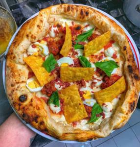 Carnevale, la lasagna scomposta finisce sulla pizza di Delicious