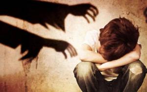 Orco: abusa di bimbe durante le lezioni a casa, condannato a 12 anni