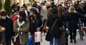 """Ultimo giorno di zona gialla: assalto ai negozi del centro, """"folla nelle strade"""""""