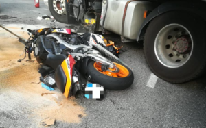 Tragedia nel Casertano: moto contro camion, muore centauro 45enne