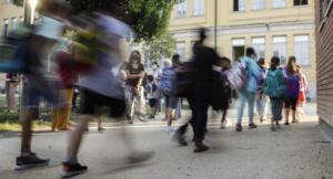 Il virus senza freni: le varianti infettano i bambini, in classe in 55% di positivi, lunedi la chiusura delle scuole