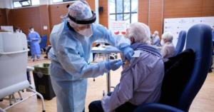 Vaccini al rallentatore: boom di rinunce, in fuga il 60% dei docenti, disertano anche i vigili