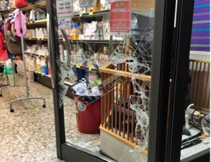 Pasquetta di lavoro per i ladri: Nel mirino boutique e tabaccheria