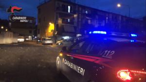 Nel Napoletano tentano rapina: titolare reagisce e sparano, un ferito