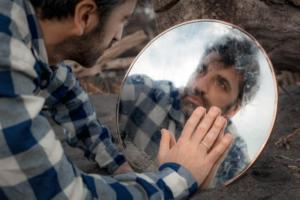 Post su Instagram e blog terapeutico: lo psicologo influencer Massimiliano Gaudino aiuta a stare bene con i Social