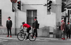 """Gli Uomini in Scarpe Rosse: Portano al Giro il loro """"Messaggio"""""""