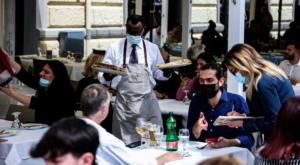 Covid: a Napoli folla e file ai ristoranti ma niente caos