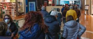 AstraZeneca: troppi rifiuti 150mila dosi nei frigoriferi, e i farmacisti senza fiale
