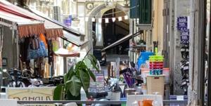 """Ai Quartieri Spagnoli. Apre """"'A taverna d''e zoccole""""…"""