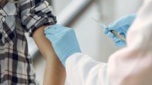Covid-19: anche gli adolescenti a rischio, opportuno vaccinarli