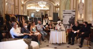 Fiumi di applausi per Pulcinella al Gran Caffè Gambrinus presenti illustre personalità