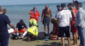 Dramma a Torre del Greco, colta da malore mentre è in mare: muore una donna