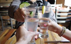 """Come combattere il caldo con una corretta idratazione, """"nove consigli"""""""