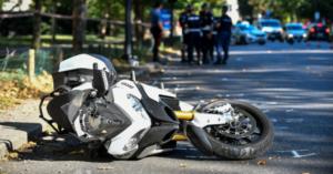 Tragedia dopo il raduno, scontro frontale tra motociclette: tre persone perdono la vita