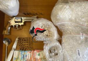 Sequestrati ordigni, pistola e droga a Scampia: scatta l'arresto nella Torre